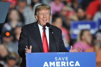 """""""SAD umiru iznutra"""" Tramp upozorio da se Amerika """"truje"""" najezdom imigranata koji dolaze u zemlju"""