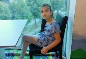 Hrabroj Lani potrebne terapije u SAD: Rođena je kao sasvim obična beba, a onda su počeli PRVI NAPADI