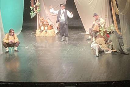 """Stigli teatri iz devet zemalja: Premijerom """"Jablana"""" počeo Međunarodni festival pozorišta za djecu (FOTO)"""