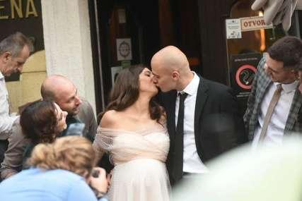 Vjenčao se glumački par: Miodrag Dragičević i trudna glumica se vesele u kafani i sve PUCA OD LJUBAVI