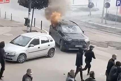 MIRNA NOĆ NA KOSMETU Barikade sklonjene, protest podrške u Beogradu nastavlja se u subotu