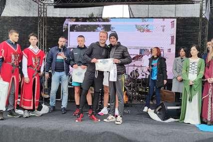 """""""Dobio sam flašu rakije, a žene telefon i laptop"""" Pobjednik trke na 10 km Banjalučkog maratona razočaran nagradom (FOTO)"""