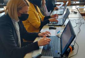 """NOVE TEHNOLOGIJE OŠ """"Borisav Stanković"""" dobila softver za rad sa učenicima sa smetanjama u razvoju (FOTO)"""