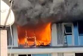 Buktinja napravila haos: Požar buknuo u luksuznom neboderu, jedna osoba poginula (VIDEO)