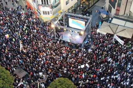 PROTESTI OPOZICIJE IZ VAZDUHA Ove fotografije govore koliko se zaista građana okupilo danas na Trgu Krajine u Banjaluci