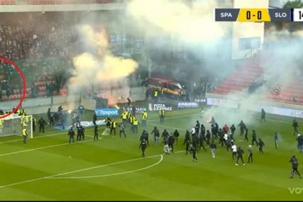 HAOS U SLOVAČKOJ Stampedo i tuča navijača na terenu (VIDEO)