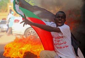 PUČ U SUDANU Premijer u kućnom pritvor, uhapšen njegov savjetnik, prodemokratska grupa zove Sudance da se odupru