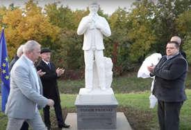 POČAST MAKEDONSKOM SLAVUJU Toše Proeski dobio spomenik u Hrvatskoj blizu mjesta pogibije (VIDEO)