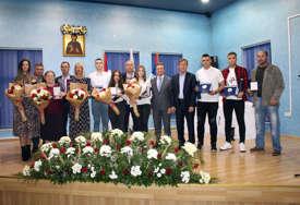 NAGRADE ZA USPJEŠNE Uručena priznanja povodom krsne slave opštine Ugljevik