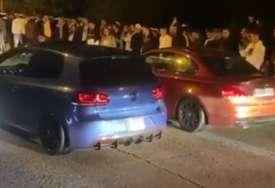 """Vozač """"golfa"""" stao na crtu """"BMW"""": Greškom ubacio u rikverc, pa umalo NAPRAVIO HAVARIJU (VIDEO)"""