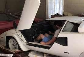 OVO NIJE OČEKIVALA Naslijedila staru garažu punu krša, nije ni slutila šta je njena baba tu držala u šteku (VIDEO)