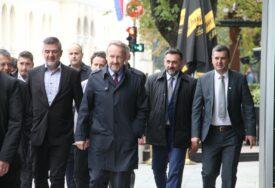 Izetbegović PROŠETAO CENTROM BANJALUKE: Sa Mijatovićem se sastao na Trgu Krajine (FOTO,VIDEO)