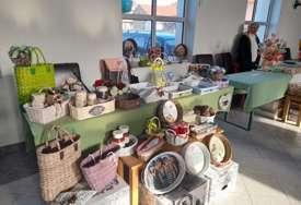 """""""Sajmovi su prilika da predstavimo svoje proizvode"""" Prvi bazar zimnice i rukotvorina u Janji kod Bijeljine (FOTO)"""