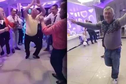 ZASJENIO MLADENCE I SVATOVE Djeda pukla pjesma na svadbi (VIDEO)