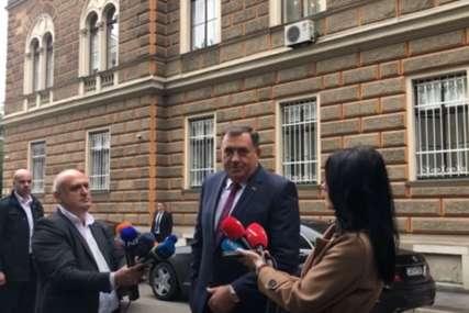 """Dodik iz Sarajeva poručio: U ponedjeljak u Predsjedništvu BiH ćemo zapjevati pjesmu """"Nema te više Alija"""""""