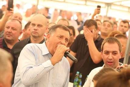 """""""Ide Mile Lajčakovom prugom"""" Ko je u politici propjevao, a ko OTPJEVAO SVOJE (VIDEO, FOTO)"""