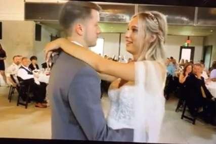 Nije znao da je razglas uljučen: Krenuo je prvi ples mladenaca, a onda je ODJEKNUO KUMOV GLAS (VIDEO)