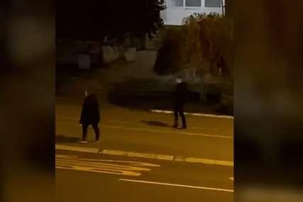 """""""Kao orangutani!"""" Ponašanje dvojice mladića pokrenulo buru na društvenim mrežama (VIDEO)"""