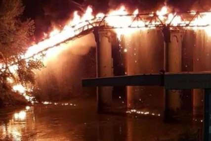 POŽAR U RIMU Uništen čuveni industrijski most  (FOTO/VIDEO)