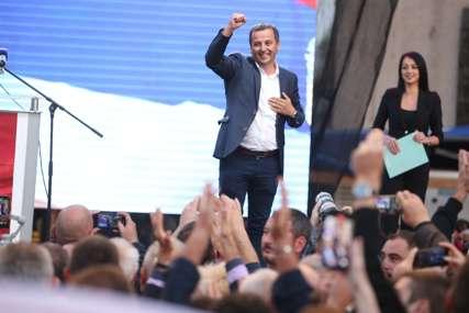 """""""Ako može aplauz da se čuje do Bakinaca"""" Vukanović izašao na binu, a onda je uslijedilo ODUŠEVLJENJE OKUPLJENIH (FOTO)"""