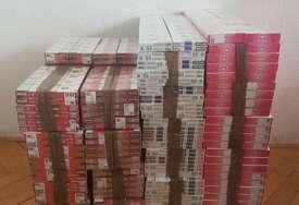 Policija spriječila nelegalnu trgovinu: U autobusu pronađene cigarete vrijednosti oko 12.000 KM