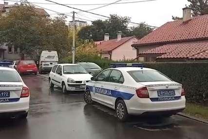 """Tuga ispred doma u kom se ubio otac Olge Margitić """"Ovo je strašno, bio je divan čovjek i komšija"""" (VIDEO)"""
