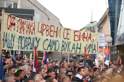 """""""Od papaka crveni se bina, našu podršku samo Vukan ima"""" Kreativnost građana Srpske ne poznaje granice (FOTO)"""