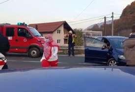 TEŠKA NESREĆA Vatrogasci izvlačili ženu iz automobila (VIDEO)
