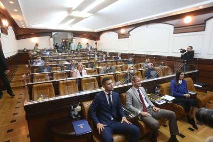 JOŠ SE NISU IZJASNILI Odbornici otišli na pauzu prije usvajanja dnevnog reda, Ilić poručio da će se govoriti o još dvije tačke
