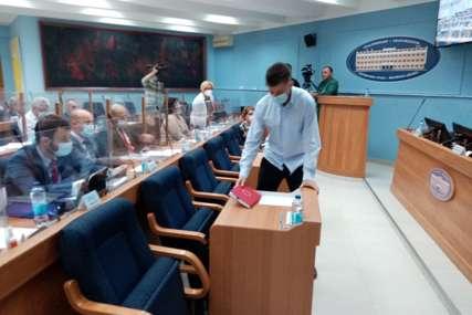 "Prijedor se ne smiruje: On treba da preuzme ""vruću fotelju"" gradonačelnika, a i njega prati SKANDALOZNA FOTOGRAFIJA (FOTO)"