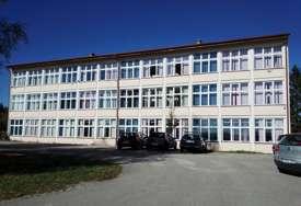 """OBNOVLJIVI IZVOR ENERGIJE Postavljen solarni sistem na srednjoškolskom centru """"Vasilije Ostroški"""""""