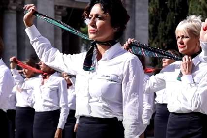 Protest zbog gubitka posla: Poskidale se stjuardese nasred trga u  Rimu (VIDEO)