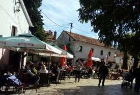 Topla nedjelja na jugu Srpske: Sunce i ugodna temperatura izmamili Trebinjce na ulice (FOTO)
