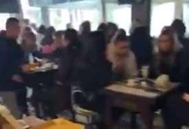 """""""Nemamo uslove za učenje"""" U školi nema grijanja, UČENICI OTIŠLI U KAFIĆ (VIDEO)"""