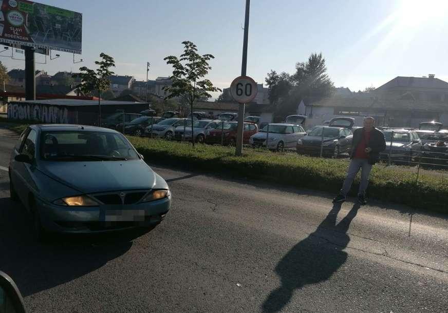 Lakša saobraćajka: U blizini Stanivukovićeve kuće sudar kamiona i automobila (FOTO)