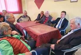 Opština Ugljevik daruje 400 penzionera sa po 100 KM povodom krsne slave Svete Petke Paraskeve (FOTO)