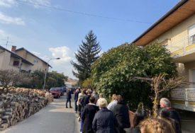 """Banjalučani POHRLILI DA PRIME """"FAJZERA"""": Nezapamćen red pred vakcinalnim punktom (VIDEO)"""