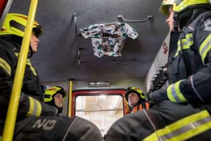 """""""Njegovo će srce ZAUVIJEK KUCATI"""" Objava vatrogasaca posvećena preminulom mališanu rasplakala Balkan (FOTO)"""