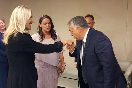 KAVALJERSKI POZDRAV Mađarski premijer sa Cvijanovićevom na koncertu klasične muzike