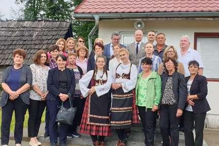 """""""Od njih zavisi proizvodnja hrane, natalitet i opstanak"""" Bjelica čestitao ženama sa sela njihov praznik (FOTO)"""